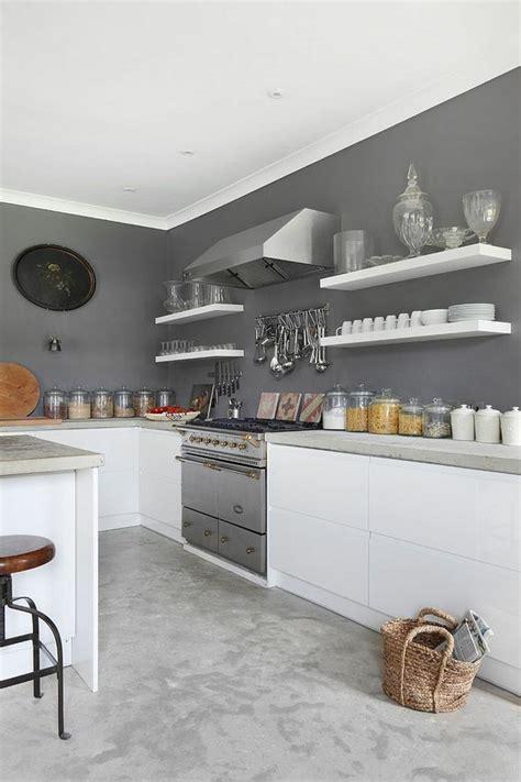 hotte cuisine verticale tendance cuisine 50 exemples avec la couleur grise