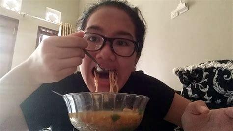 Makan Bakso Klotak Yang Kalau Dimakan Suaranya Tidak