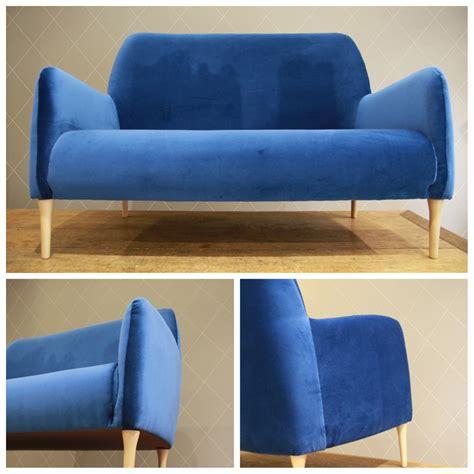 canapé le havre canape velours bleu paon le havre design
