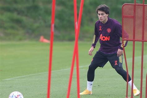 Manchester United coach explains how Facundo Pellistri is ...