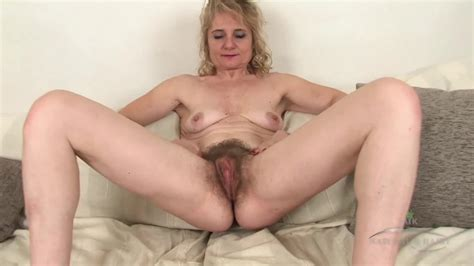 naughty mature slut isabella diana teasing her hairy pussy in solo porndoe
