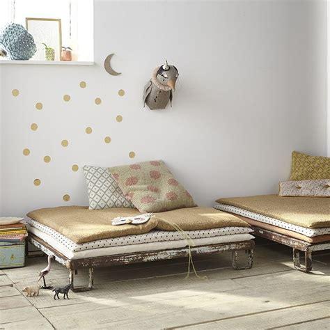 canape boheme 1000 idées sur le thème canapé enfant sur les petits bohemes petit banc en bois et