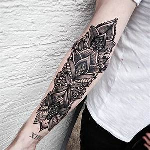 Tattoos Frauen Arm : 1001 ideen f r mandala tattoo f r m nner und frauen ~ Frokenaadalensverden.com Haus und Dekorationen