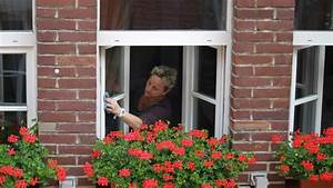 Streifenfrei Fenster Putzen : richtig fenster putzen streifenfrei reinigen leicht ~ Lizthompson.info Haus und Dekorationen