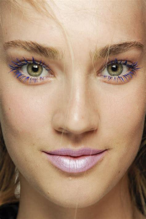 Comment maquiller des yeux marrons? Cristina Cordula