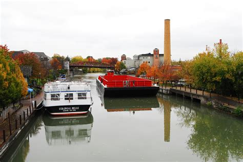 File:Barge passing through Fairport, NY.jpg - Wikimedia ...