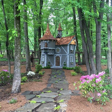 These free playhouse plans can help you build the ultimate hideaway for the kids. Ten jaw-dropping children's playhouses | Play houses, Kids playhouse plans, Build a playhouse