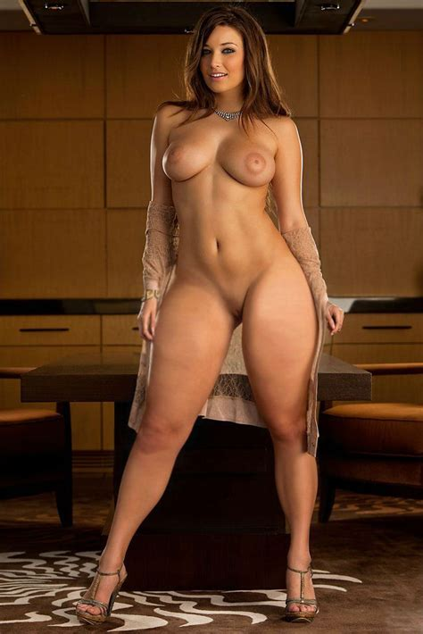 strong nude woman mwberg