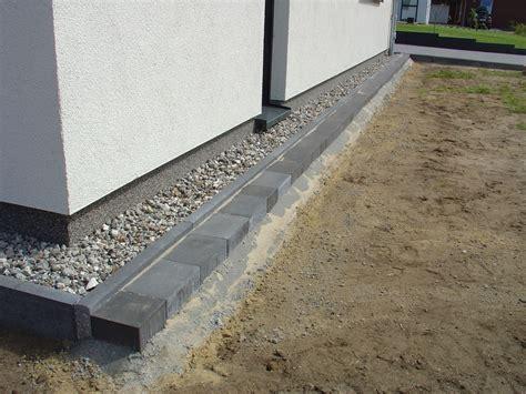 randsteine mit mähkante pflastersteine als rasenkante verlegen wohn design