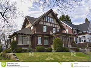 Maison De Riche : maison riche de brique photo libre de droits image 30123565 ~ Melissatoandfro.com Idées de Décoration