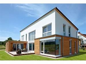 ein grosszugiges einfamilienhaus mit verbauten With markise balkon mit tapet living modern