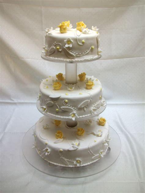 3stöckige Hochzeitstorten (rund)  Bäckerei Rose