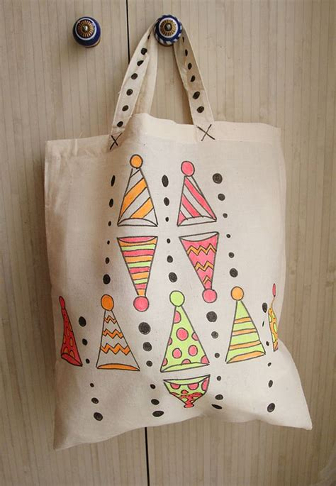 Decorating Fabric With Sharpies by Decorate Canvas Tote Bags With Fabric Markers Creative