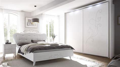 schlafzimmer set günstig schlafzimmer set livea in wei 223 melamin polsterbett lederlook