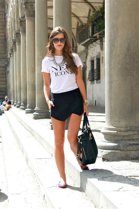 Chicas guapas y modernas con ropa al estilo casual