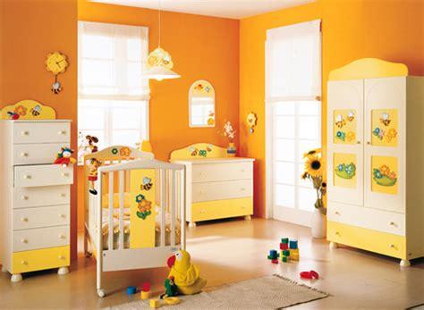 culle colorate cameretta natura azur un ambiente colorato e solare in