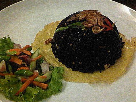 Cumi cumi atau sering juga disebut sebagai cumi merupakan bahan masakan yang memiliki nilai gizi yang cukup lengkap. Resep masakan Nasi Hitam Tinta Cumi Masakan Masakan Indonesia