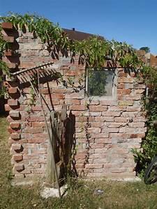 Alte Ziegelsteine Im Garten : mauer aus alten backsteinen garten steinfiguren garten ~ A.2002-acura-tl-radio.info Haus und Dekorationen
