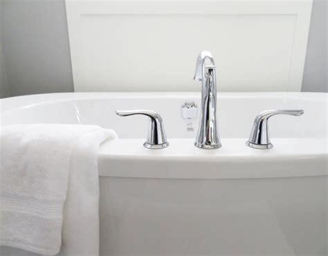 déboucher une baignoire d 233 boucher une baignoire simple facile et efficace av