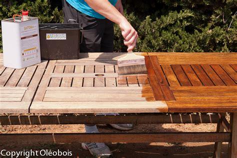 comment nettoyer une table de jardin en bois