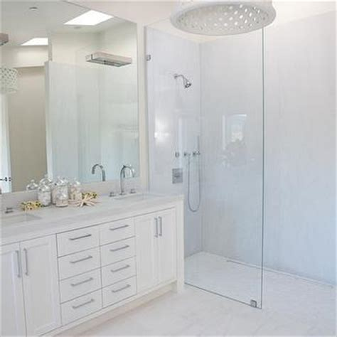 White Marble Staggered Floor Design Ideas