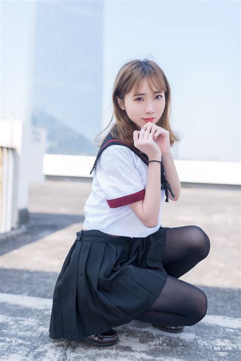 JK美女黑丝美腿性感制服写真-兔牙写真图片网-美女图片-性感美女写真-图片大全-私房写真-jk制服