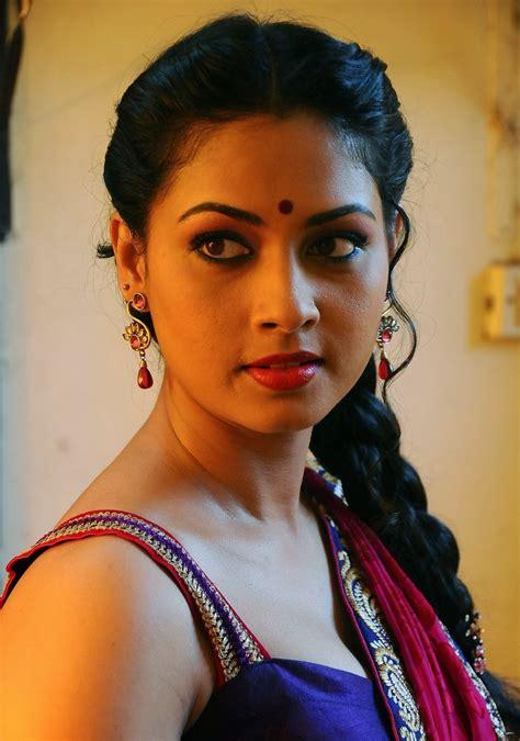All Hotties Pooja Umashankar Hot In Saree
