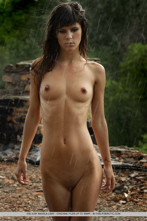 Ksu A In Rain By The Life Erotic Photos Erotic Beauties
