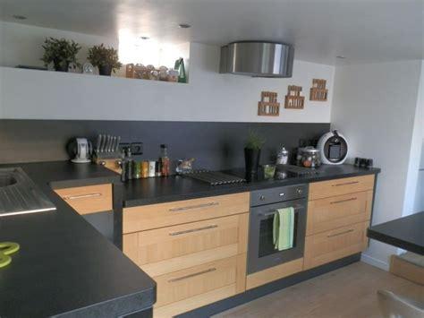 cuisine bois et noir cuisine bois et plan de travail noir cuisine
