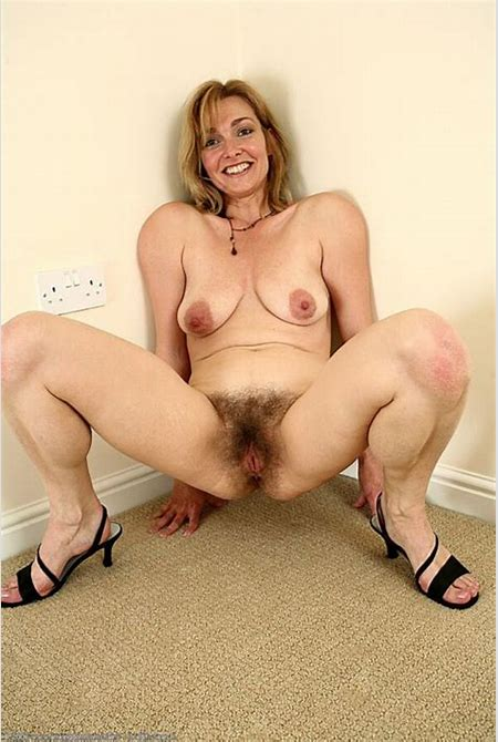 Lydia- saggy mature hairy spreader | Mature Porn Photo