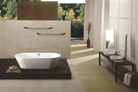 siege de baignoire pour personne ag馥 baignoire moderne et de style classique 40 idées inspirantes