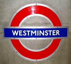 File:London Underground sign.jpg - Wikimedia Commons