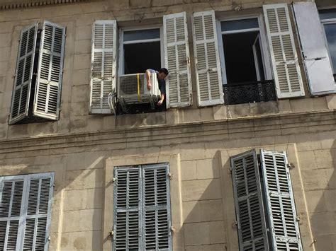 climatisation bureau pose mural daikin en façade sans balcon marseille 13006