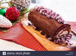 Decoration Buche De Noel Comestible : buche de noel cake decorations moments de no l agr ables ~ Melissatoandfro.com Idées de Décoration