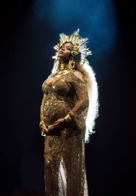 Pin by milly4bri on Queen Bey   Beyonce queen, Grammys ...