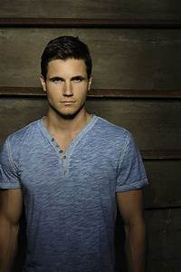 Pictures & Photos of Robbie Amell - IMDb
