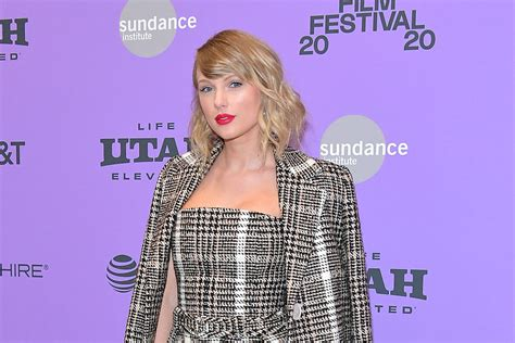 Taylor Swift Reveals Track Listing for Re-Recorded 'Fearless'