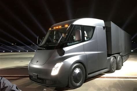 Anheuser-busch Preorders 40 Tesla Semis