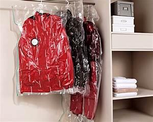 Housse Vetement Sous Vide : housses de rangement vide d 39 air compactor becquet ~ Melissatoandfro.com Idées de Décoration