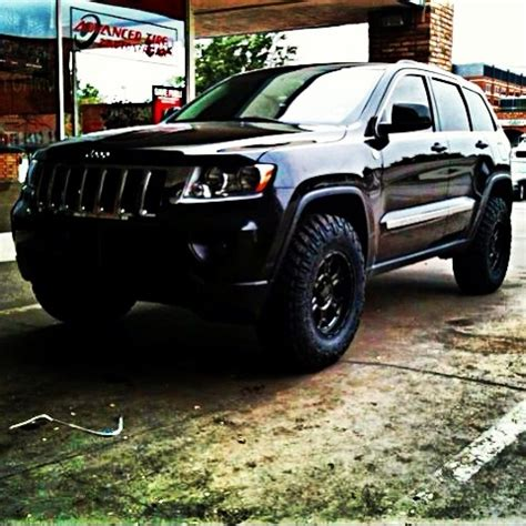 2011 jeep grand cherokee tires 2011 jeep grand cherokee lifted awesome jeeps pinterest