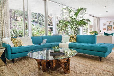 sofa turquesa 15 sof 225 s coloridos para alegrar a decora 231 227 o de qualquer