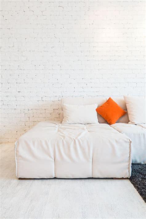 sul divano cuscino sul divano scaricare foto gratis
