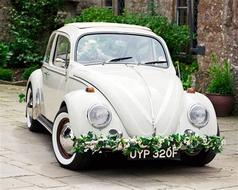 decoration mariage voiture fleurs polly pootles classic volkswagen vw wedding beetle car hire