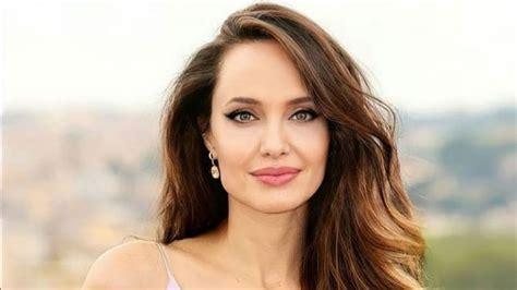 Casi enseña de más: la foto de Angelina Jolie que voló la ...