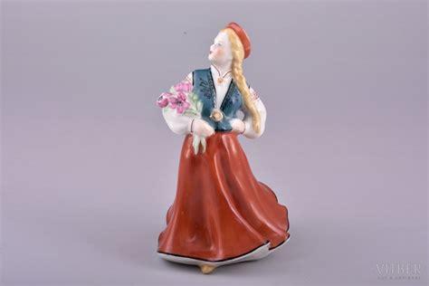 Statuete, Tautu meita ar ziediem, porcelāns, Rīga (Latvija), PSRS, Rīgas porcelāna rūpnīca, 20 ...