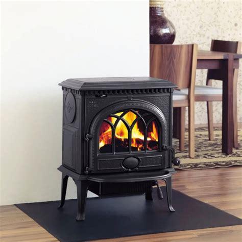 poele a bois pour cuisiner le poêle à bois 40 idées pour changer l 39 intérieur et se réchauffer archzine fr