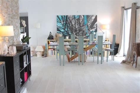 chaise de bureau habitat deco photo maison contemporaine arty beige blanc jardin