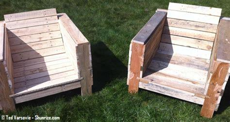 canapé en palettes bricolage creer du mobilier de jardin avec des palettes
