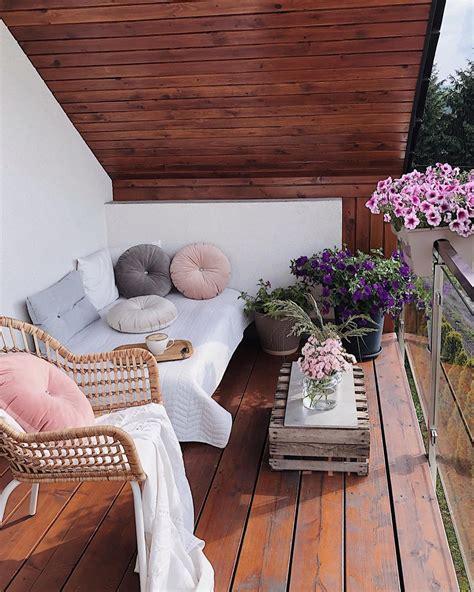 40 Cozy Balcony Ideas and Decor Inspiration 2019 Page 37