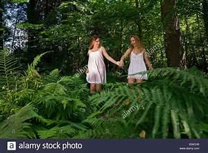 Hand In Hand Gehen : hand stockfotos hand bilder alamy ~ Markanthonyermac.com Haus und Dekorationen